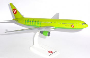 Boeing 767-300 S7 Sibera Airlines Herps Snap Fit Collectors Model 1:200  E
